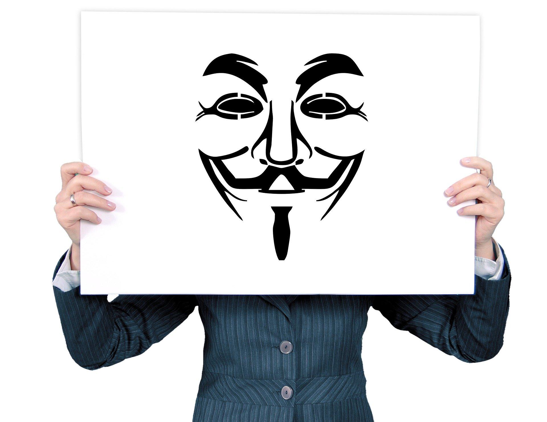 Marina Zubrod: Frauen reißt die Maske runter!